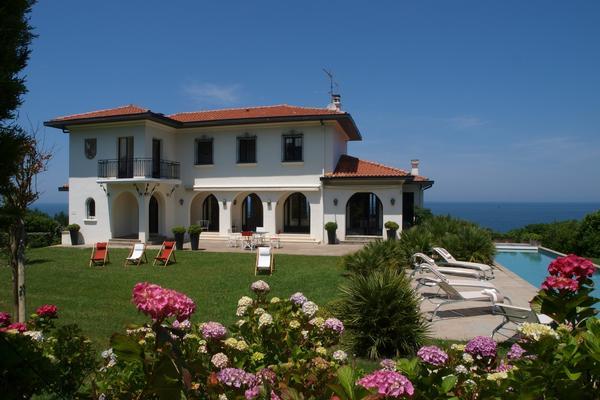 Chicvillas location de villas de luxe et ch teaux en france espagne et italie for Location luxe