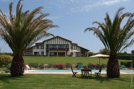 Bisquaina - Luxury villa rentals with stunning views in Aquitaine and Basque Country | ChicVillas