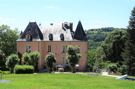 spacious countryside rental castle in dordogne périgord