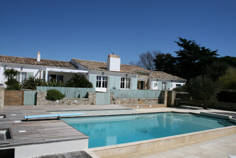 Beautiful seaside villa on France's Ile de Ré enjoying sea views and an idyllic location