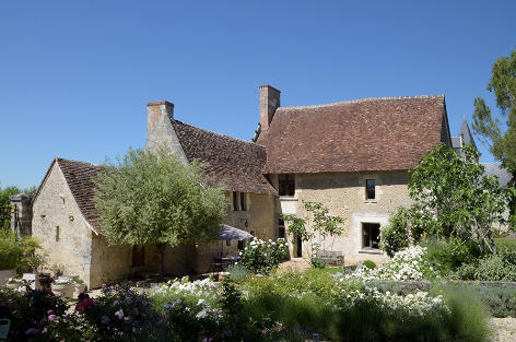 Holiday rental near the Loire River with a pool and tennis court