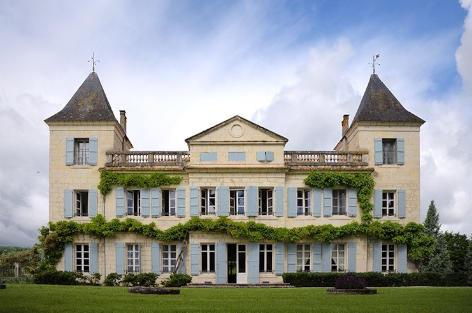 Luxury family-friendly chateau to rent in France