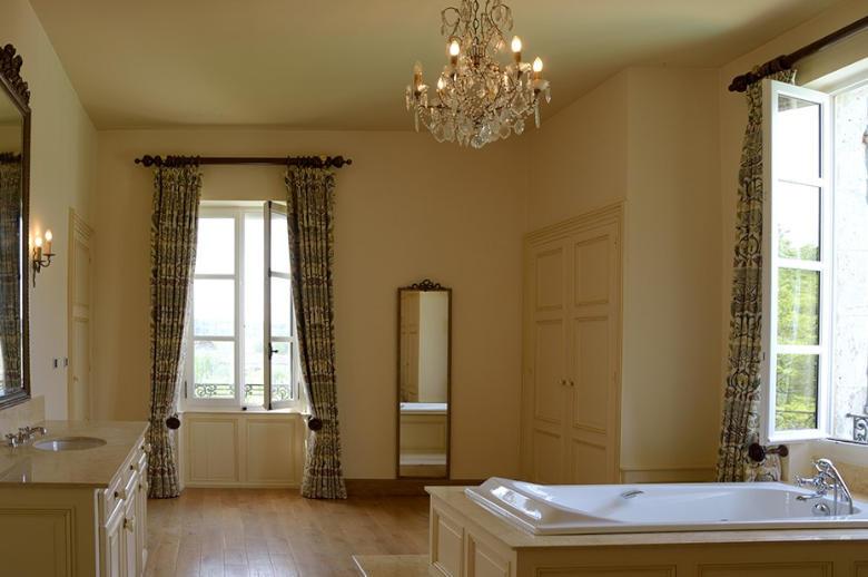 Chateau Les Hauts de Garonne - Location villa de luxe - Dordogne / Garonne / Gers - ChicVillas - 24