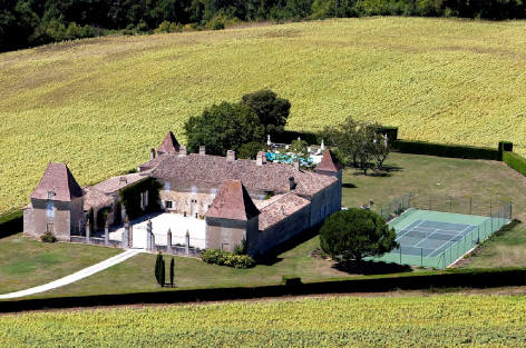 Manor for rent in France with swimming pool and private tennis court