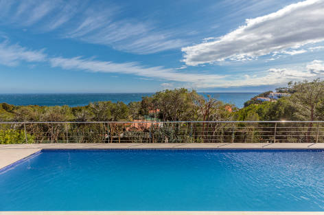 New Style Costa Brava, air conditioned villa in the Mediterranean