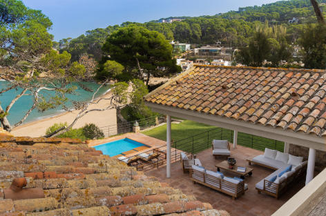 Luxury holiday home with direct access to the beach