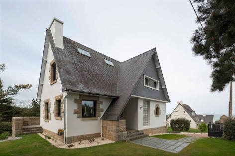 Tendance Bretagne is a family villa with a sea view available to rent