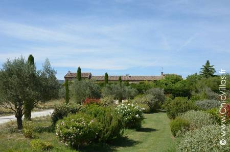 Ambiances Provence: luxury holiday villa in the Luberon valley