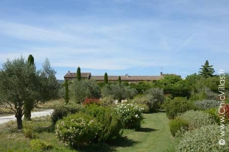 Ambiances Provence - Location de Villas de Luxe avec Piscine en Provence / Cote d Azur | ChicVillas