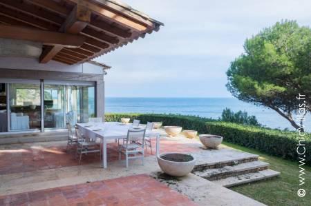 Costa Brava rental villa with direct access to the beach