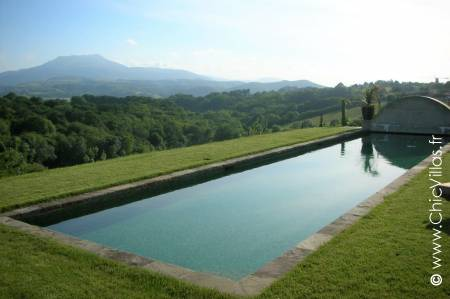 Collines Basques - Location de Villas de Luxe avec Piscine en Aquitaine / Pays Basque | ChicVillas