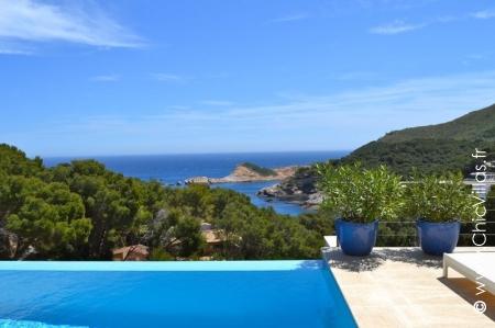 Beachfront house rental luxe Costa Brava