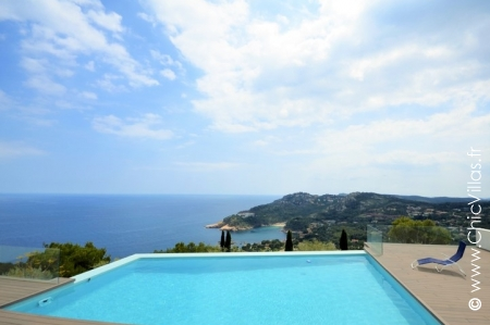 Côte Costa Brava rental villa between the sea and the mountains