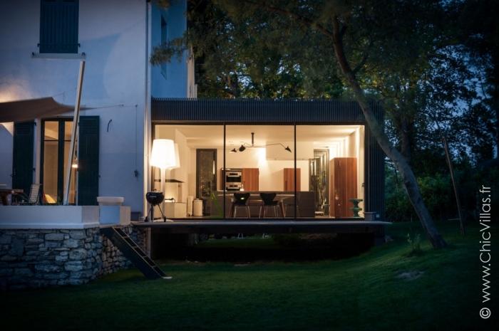 location de villa de luxe design biarritz. Black Bedroom Furniture Sets. Home Design Ideas