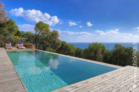 Rent a luxury rental villa with a sea view: Design Costa Brava