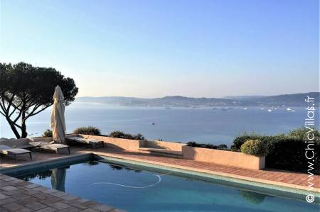Rental villa with views over the bay of St Tropez