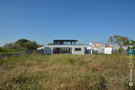 rent waterfront villa direct access to the beach france