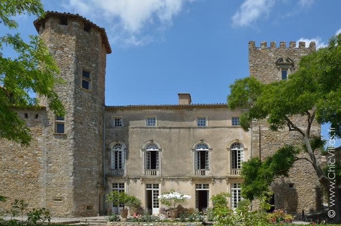 Location château avec piscine - monument historique