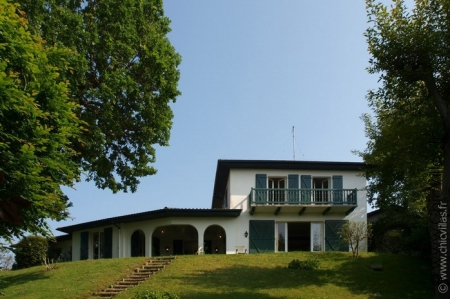Vacation rental with heated pool, seaview in Aquitaine, France.