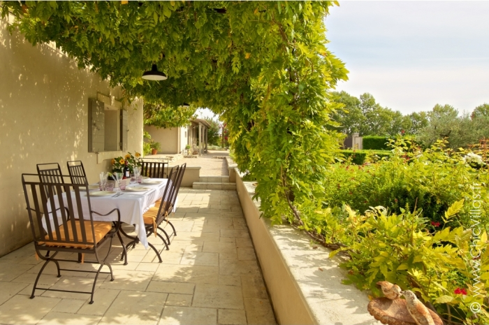 Luxury Alpilles 11 - Luxury villa rental - Provence and the Cote d Azur - ChicVillas - 2