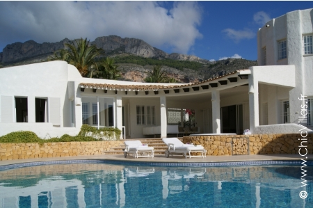 Quality villa rental with pool in Spain.