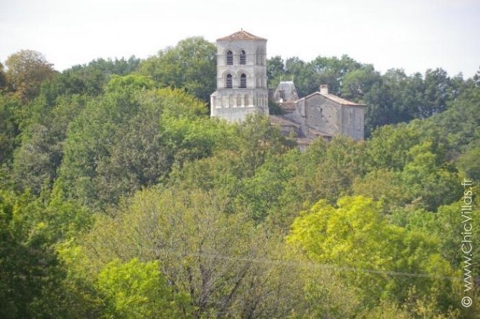 Location château avec piscine entre Dordogne et Charente