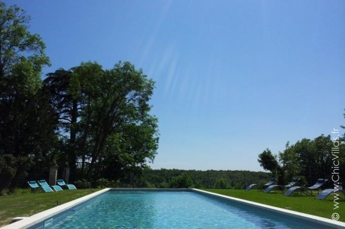 Location ch teau avec piscine entre dordogne et charente for Piscine 3 chateaux