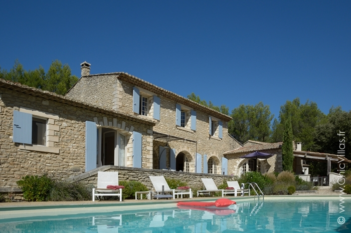 Provence ou luberon location de villas de luxe avec for Location villa piscine ile de france