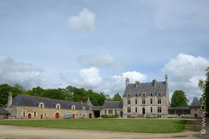 rent luxury french castle with pool. Black Bedroom Furniture Sets. Home Design Ideas