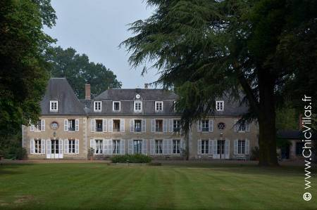 Chateau for rent with a pool near Chartres, Un Château Français