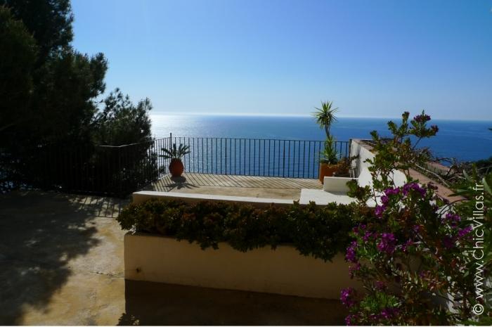Location de villa sur un piton rocheux en Espagne
