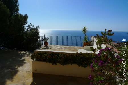 Rental villa on a rocky peak in Spain