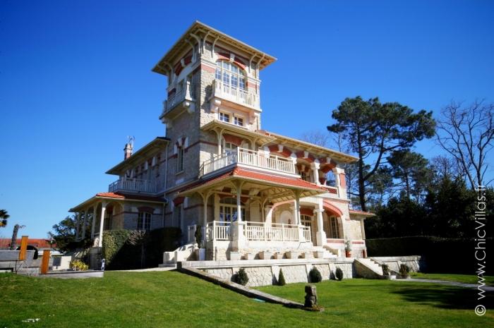 location villa de luxe sur une rive du bassin d 39 arcachon. Black Bedroom Furniture Sets. Home Design Ideas