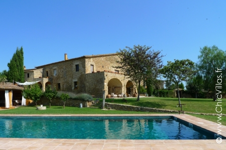 Location maison vacances en pierre avec piscine en Catalogne
