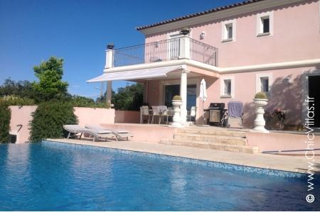 Villa Les Hauts de Frejus - Location de Villas de Luxe avec Piscine en Provence / Cote d Azur | ChicVillas
