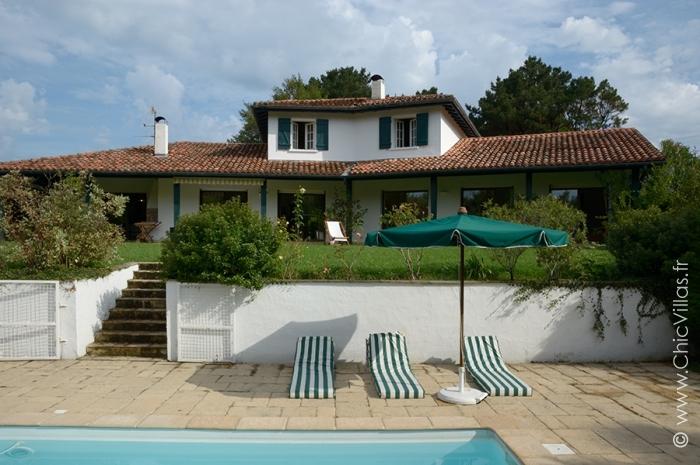 Location villa vacances de charme avec vue sur la rhune for Location villa pays basque avec piscine